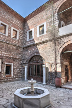 Çukurçeşme Han in Istanbul - smaller courtyard