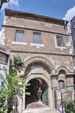 Çukurçeşme Han in Istanbul - main entrance