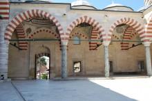 Üç Şerefeli Mosque - courtyard